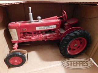 Ertl Farmall 350 1 jpg