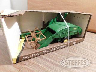 Ertl 1940 John Deere 12A Combine 1 jpg