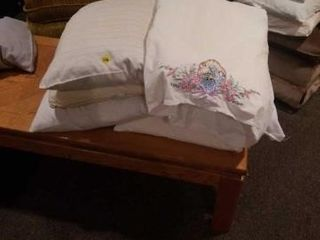 6 BED PIllOWS  PRETTY EMBROIDERED PIllOW CASE