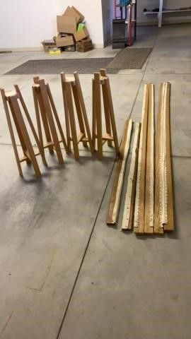 WOOD SlATS AND STANDS TO MAKE QUIlTING FRAME