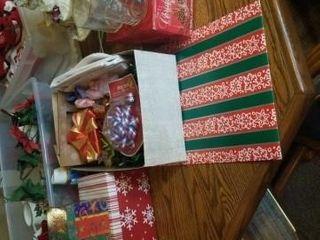 CHRISTMAS BOXES  BOWS  4 CHRISTMAS MUGS
