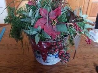 FlORAl CHRISTMAS ARRANGEMENT IN A TIN BUCKET  3