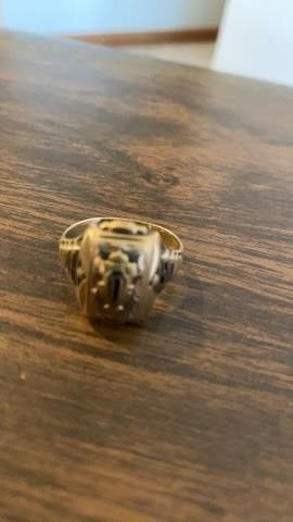 MENS ClASS RING 1950 WITH D ON IT