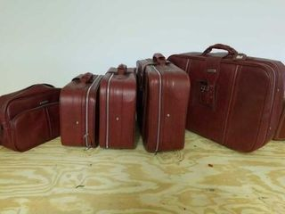 5 PIECE WORlD TRAVElER lUGGAGE  SOME PIECES ON