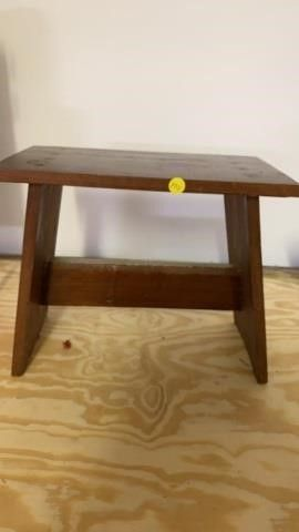 HOMEMADE lITTlE STOOl OR TABlE ABOUT 2 FT TAll