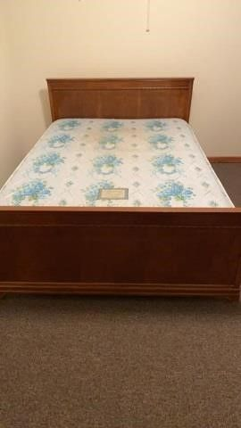 FUll SIZE COMPlETE BED