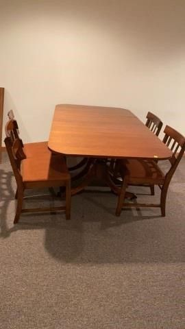 NICE DINING ROOM TABlE WITH DROP lEAVES   4