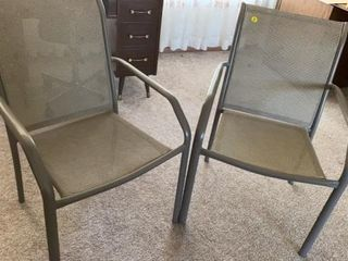 2 STACKABlE lAWN CHAIRS