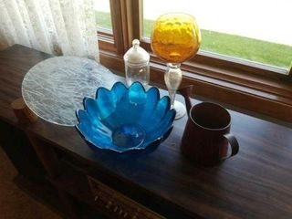FANCY BlUE BOWl  GlASS FIGURED PlATE  WATERING