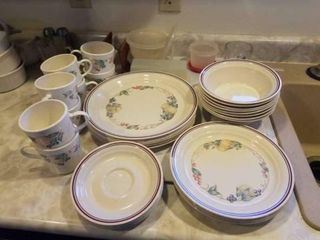 NOT A COMPlETE SET OF COREllE DISHES  8 SOUP