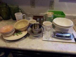 BOX OF MISCEllANOUS KITCHEN DISHES