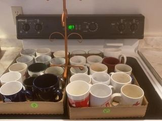 2 BOXES COFFEE CUPS AND COFFEE CUP STAND