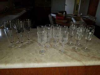 8 CRYSTAl WINE GlASSES  4 SNOWFlAKE WINE