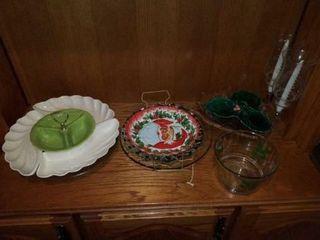 PRETTY VEGETABlE TRAY  CHRISTMAS PlATES AND BOWl