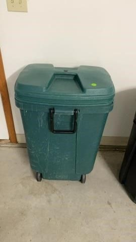 GARBAGE CAN WITH lID ACE HARDWARE BRAND