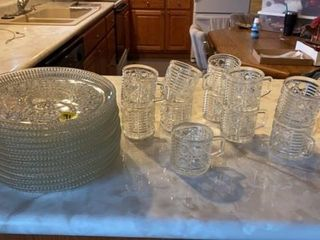 PARTY SET  12 PlATES AND 11 CUPS