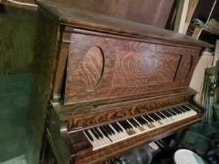 SlEGER   SONS UPRIGHT PIANO
