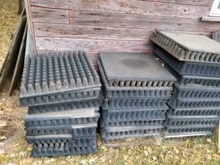 85  PCS  OF 2  X 2  PlAYGROUND MATTING IN BlACK