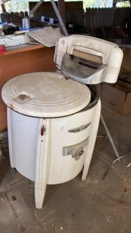 VINTAGE WRINGER WASHER SPEED QUEEN RUNS
