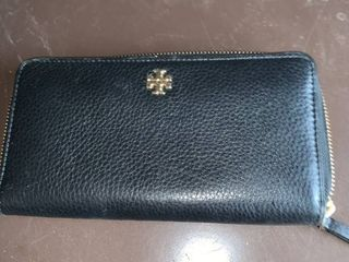 Tory Burch leather Wallet location B2