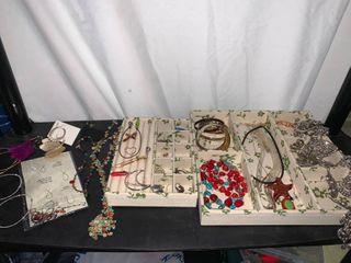lot Of Jewelry Necklaces earrings Bracelets Pendants location B2