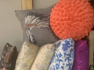 lot of 7 Pillows location B3