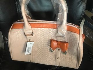 New ladies purse nice quality as pictured