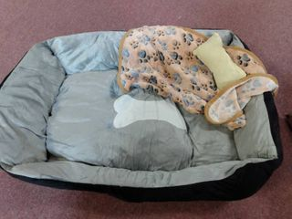 small to medium dog bed  grey and black with blanket and pillow 28  l x 19  W