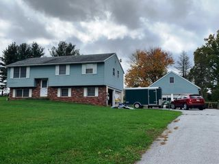 3 BR HOME W/2 CAR GARAGE & DETACHED GARAGE ON 1 ACRE, MOTORCYCLES, JD RIDING MOWER W/BUCKET, TOOLS