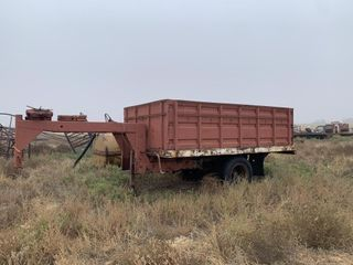 Gooseneck grain trailer