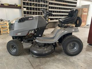 Craftsman lT2000 riding lawnmower