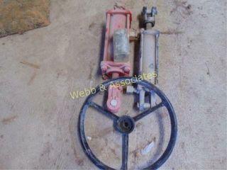 2 hydraulic cylinders  1 4 x8  1 3 x8  John