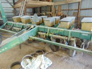 John Deere 7000 planter  6 row with no till