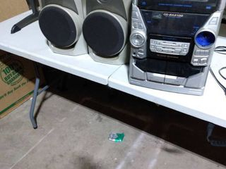 stereo with speakers