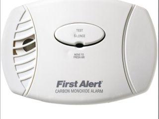 First Alert   Carbon Monoxide Plug In Alarm with Battery Backup