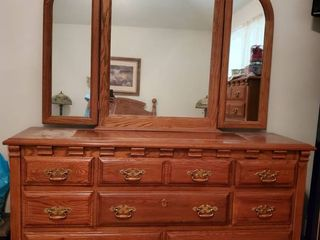 Webb 8 Drawr Dresser with 2 Attachment Mirrors  Brass Handles and Clean CONTENTS NOT INClUDED
