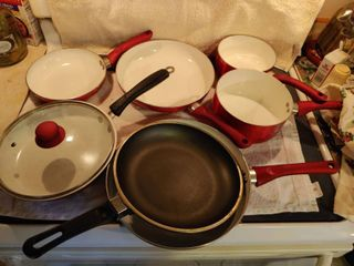 lot of 7 Red  1 Black Pots   Pans with 1 top