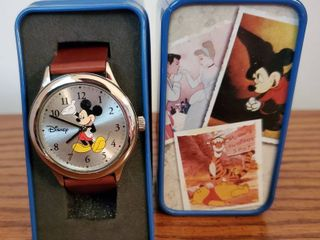 Disney Mickey Mouse Waving Brown leather Watch