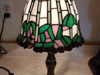 Tiffany Style Stained Glass Purple and Pink Accent Flowers Table lamp