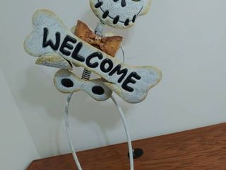 Halloween Skeleton Welcome Sign