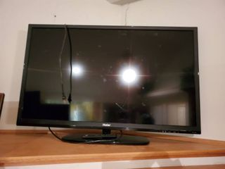 Haier 32 Inch Television with Remote