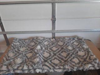 Gray   White Shag Type Rug   Approximately 90  X 60