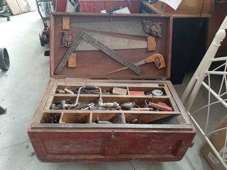 Carpenters Box with Contents   Includes 3 Bailey Planes  No 4  No 5 1 2  No 8