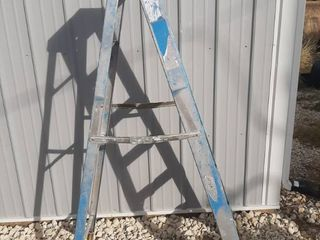 6 Ft Werner Fiberglass ladder   Blue with Silver Paint on it