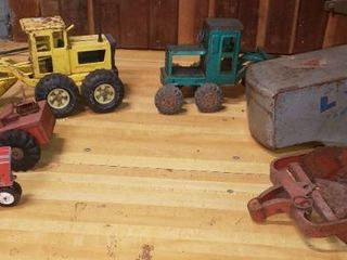 Antique Pressed Steel Toys   Road Graders  Tractors  More