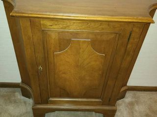 Entry Table  Has lock and Key  32 x 34 x 11