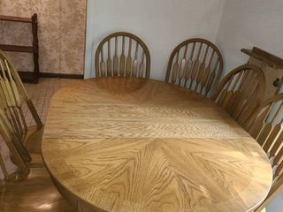 THOMASVIllE Dining Room Table with 6 Chairs 29 x 55 x 44  Plus an extra Table leaf 16