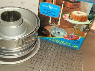 Round Cake Pans and Bundt Pans