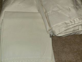 FUll SIZE BEDDING  Flat  Fitted  and 3 Pillow Cases