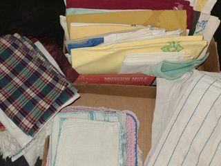 KITCHEN TEA TOWElS AND WASH ClOTHS  and a few NAPKINS